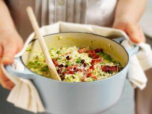 Erbsen-Risotto mit Zucchini und Speck Rezept