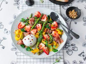 Erdbeer-Mango-Salat mit grünem Spargel Rezept