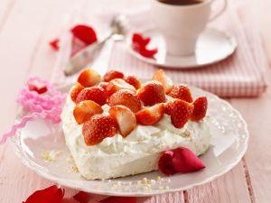 Erdbeer-Meringue-Herz Rezept