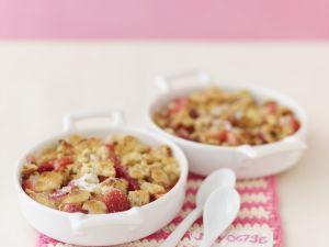 Erdbeer-Rhabarber-Gratin mit Streuseln Rezept