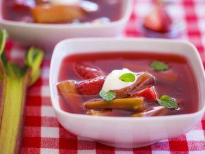 Erdbeer-Rhabarber-Kaltschale Rezept