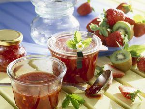 Erdbeer-Rhabarber-Marmelade mit Kiwi Rezept