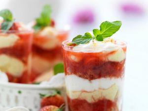 Erdbeer-Rhabarber-Trifle Rezept