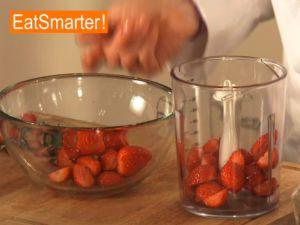 Erdbeerpüree zubereiten