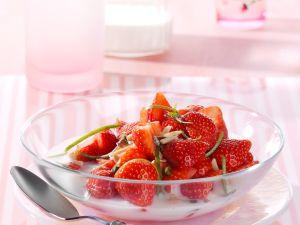 Erdbeerschale mit Limetten-Buttermilch Rezept