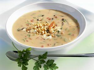 Erdnusssuppe mit Shrimps Rezept