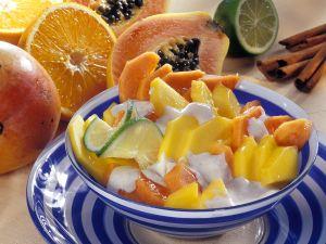 Exotischer Obstsalat mit Mango und Papaya Rezept