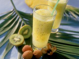 Exotisches Obstgetränk mit Kiwi, Ananas und Lychee Rezept