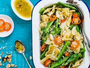 Farfalle mit grünen Bohnen und Paprika Rezept