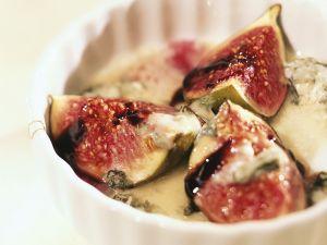 Feigen mit Blauschimmelkäse und Honigsoße Rezept