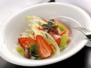 Fenchel-Erdbeer-Salat mit Limette und Melisse Rezept