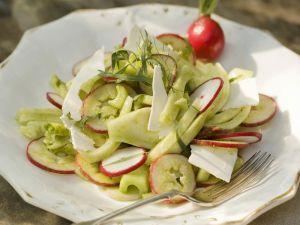 Fenchelsalat mit Sellerie und gesalzenem Ricotta (Ricotta salata) Rezept