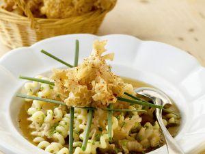 Fette Henne mit Gemüsebrühe und Spiralnudeln Rezept