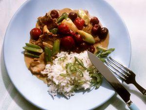 Filetgulasch mit Sauerkirschen und Reis Rezept