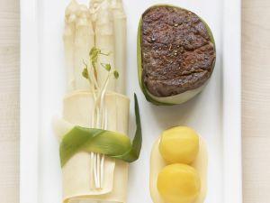 Filetsteak mit Spargel und Safrankartoffeln Rezept