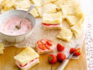 Filoteig mit Erdbeerquark Rezept