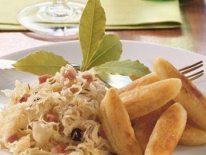 Fingernudeln mit Sauerkraut und Speck Rezept