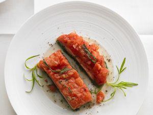 Fisch auf Blattspinat mit Tomaten Rezept