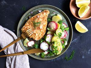 Backfisch in Mandelpanade mit Kartoffel-Radieschen-Salat Rezept