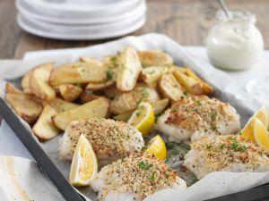 Fischfilets mit Bröselkruste und Kartoffelecken Rezept