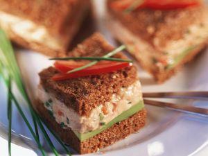 Fischkäse-Pumpernickel-Häppchen Rezept