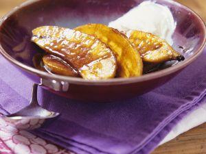 Flambierte Bananen mit Schlagsahne Rezept