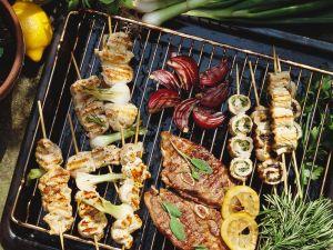 Fleisch und Geflügel vom Grill Rezept