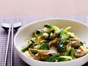 Fleisch und Pak Choy aus dem Wok Rezept