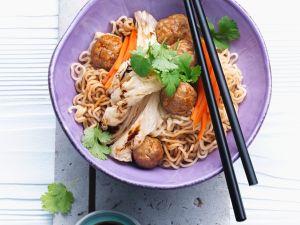 Fleischbällchen mit Asia-Nudeln Rezept