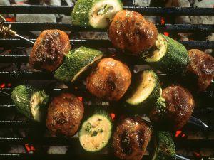 Fleischbällchen-Spieß mit Zucchini Rezept