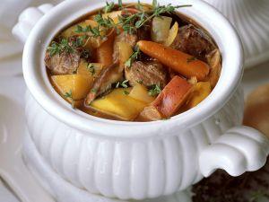 Fleischeintopf mit Süßkartoffeln Rezept