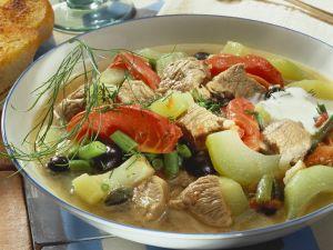 Fleischeintopf mit Tomate und Gurke Rezept