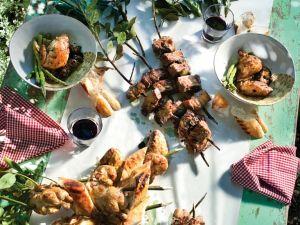 Fleischspieße und Wachteln vom Grill Rezept