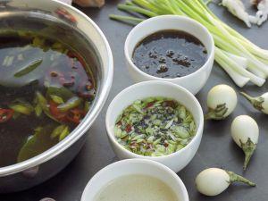 Fondue auf asiatische Art mit Meeresfrüchten und Dips Rezept