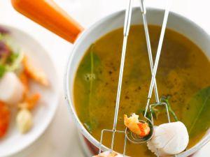 Fondue mit Garnelen und Jakobsmuscheln Rezept