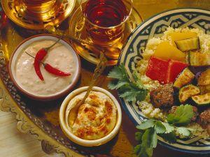 Fondue mit Lamm, Gemüse und Saucen Rezept