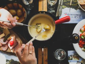 8 großartige Fondue-Rezepte – von klassisch bis kreativ