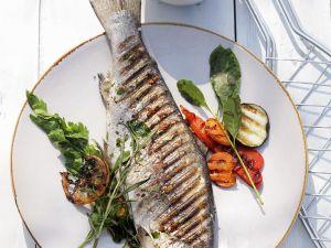 Forelle und Gemüse vom Grill Rezept