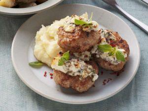 Frikadellen aus Pute mit Kartoffel-Sellerie-Stampf Rezept