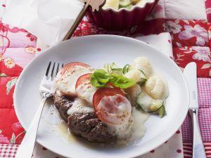 Frikadellen mit Tomaten-Mozzarella-Haube Rezept