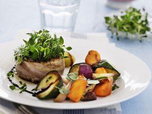 Frikadellen vom Rind mit Gemüse und Kräutern Rezept