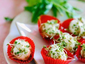 Frischkäsebällchen mit Rucola und Kresse Rezept