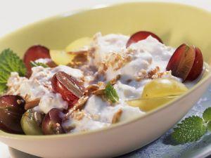 Frischkornmüsli mit Weintrauben und Quark Rezept