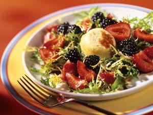 Friseesalat mit Beeren und Ziegenkäse Rezept