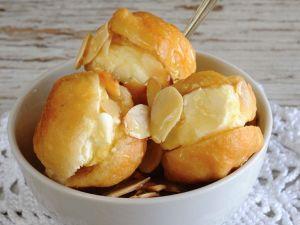 Frittierte Bällchen mit süßer Cremefüllung Rezept