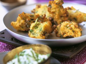 Frittierte Kartoffeln im Backteig (Pakoras) mit Joghurtdip Rezept