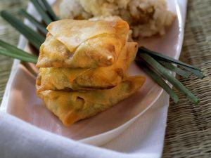Frittierte Teigtaschen mit Reisbällchen Rezept