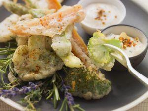 Frittiertes Gemüse mit zwei Soßen Rezept