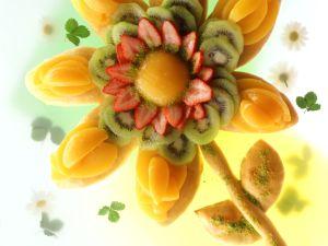Fruchtige Blütentorte Rezept