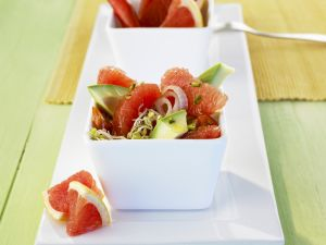Fruchtiger Avocadosalat mit Grapefruit Rezept